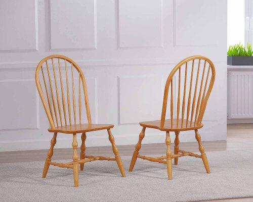 Windsor-Spindleback-Chair_Light-Oak-Lifestyle_DLU-C30-LO-2